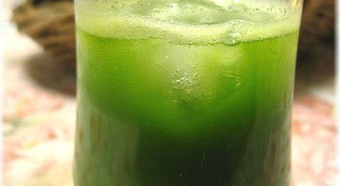 小松菜とりんごのジュースは元気がみなぎる感じがします!