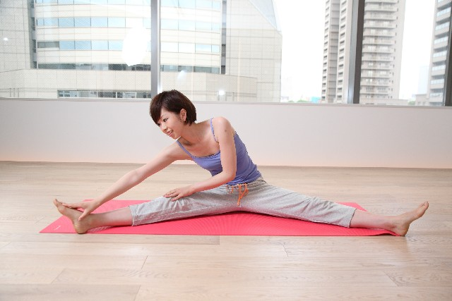 膝の痛みに効果的な脚上げ体操