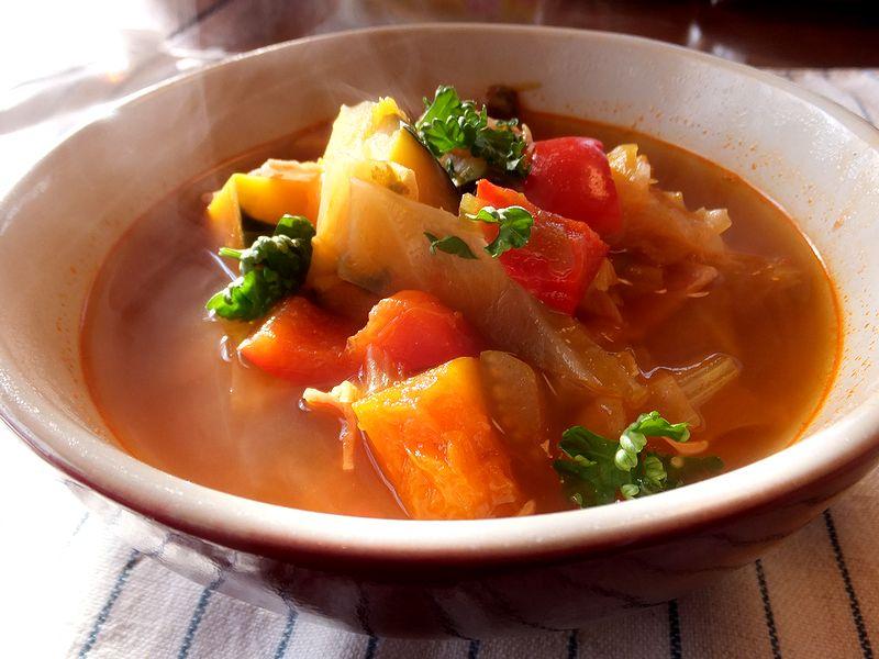 トマト缶があれば簡単に野菜スープが作れます