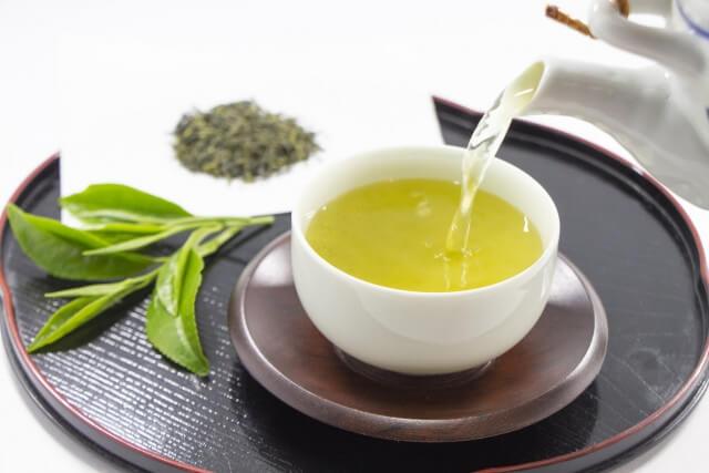 風邪やインフルエンザ予防にはカテキン|お茶のちょこちょこ飲みでウイルス撃退