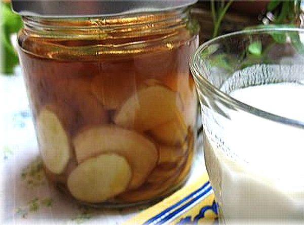 黒酢の生姜漬けを常備食で。