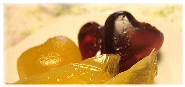 手作りグミです。果汁で作れば身体に嬉しいおやつですね♪